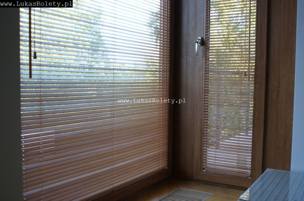Galeria-zaluzje-drewniane-25mm-096