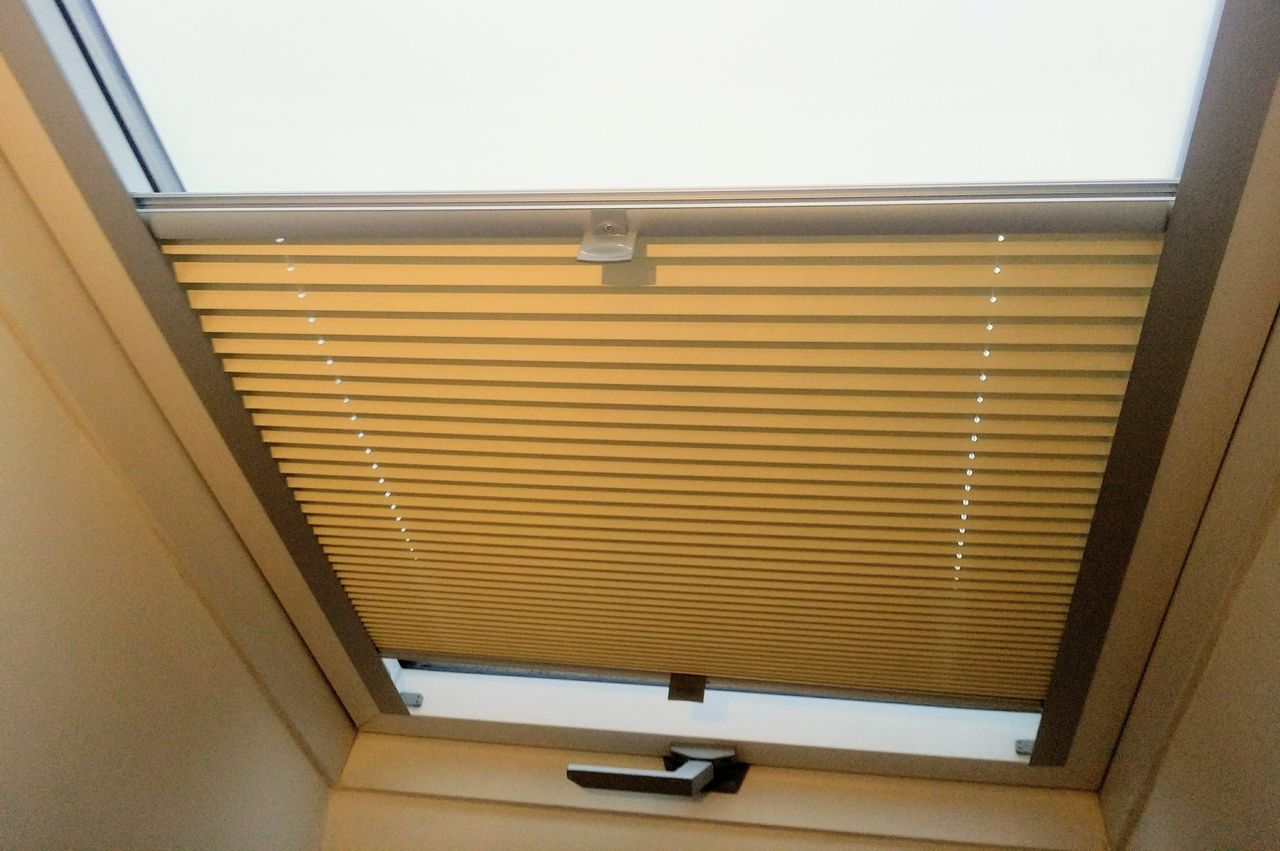 Żaluzje plisowane na okna dachowe